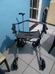 Andador para idosos dobrável e com rodas