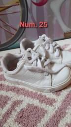 Sapatos de criança feminino.