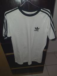 Camiseta adidas three stripes tamanho M