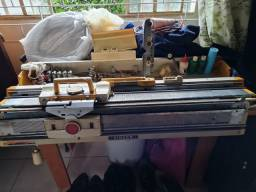 Maquina de tricô singer. Mod 321 com acessórios.