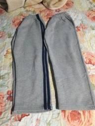 duas calças de moletom.