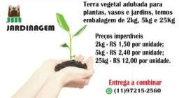 Terra Vegetal para plantas, vasos e jardins