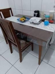 Título do anúncio: Mesa em madeira sem nova ,super conservada, com 4 cadeiras estofadas