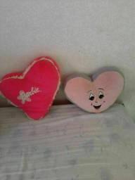 Duas almofadas de coração pelo preço de uma