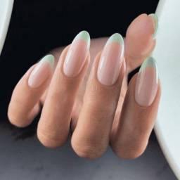 Título do anúncio: Procuro nail designer para trabalhar no meu salão