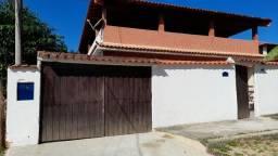 Ampla Casa com Terraço, Quintal e Mobiliada!