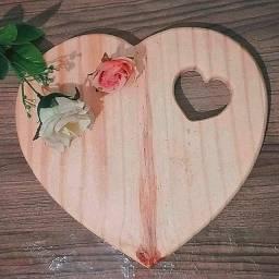 Tábua de frios coração com vazado 28x24cm