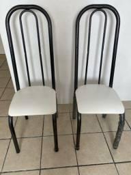 Cadeiras em aço carbono