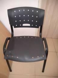 3 Cadeiras de escritório plástico