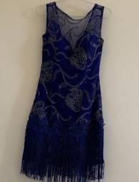 Vestido curto com bordado azul marinho