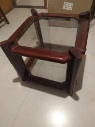 Mesa de centro em madeira de lei e vidro