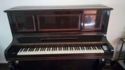 Piano vertical Pleyel bem conservado