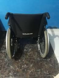 Vendo cadeira de rodas ortobom semi nova.