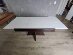 Mesa de madeira marrom escuro elástica expansível Jmarcon tampo de vidro