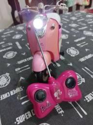 Moto Barbie com controle remoto.