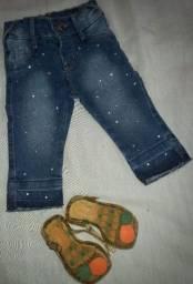 Calça jeans bebê menina e sandálias