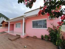 Linda Casa no alto Ribeirão.  Próximo às praias do Campeche e morro das pedras.