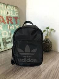 Título do anúncio: Mini mochila adidas original