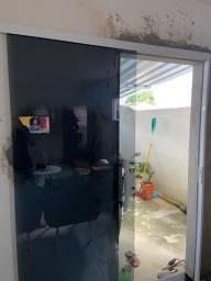 Porta de vidro completa.
