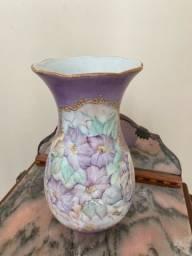 Jarro de porcelana pintado à mão