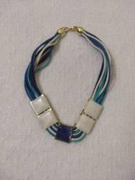Colar feminino azul