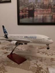 Maquete Airbus A380 em fibra de vidro Skymarks escala 1/100