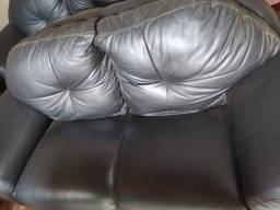 Título do anúncio: sofa de couro legitimo em ótimo estado de conservação