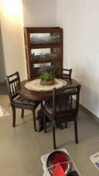 Mesa de madeira maciça com 3 cadeiras