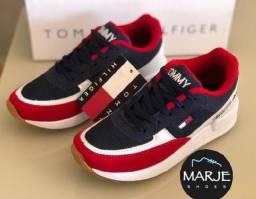 Tênis Tommy Marinho com vermelho. Lindo e confortável.