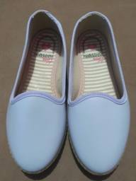 Sapatos para crianças novos, três × 120rs
