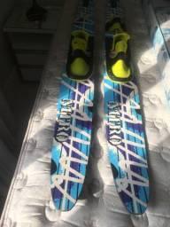 Esquis 2 pares e 1 esqui slalom