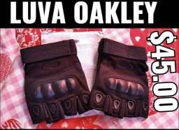 Luva Oakley nova