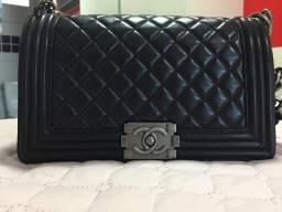 Bolsa Chanel LE BOY clássica preta com ferragens prata envelhecida