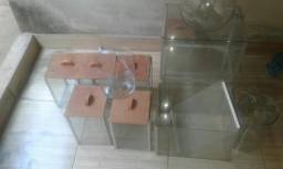 Vendo espositor de vidros 18 peças variadas