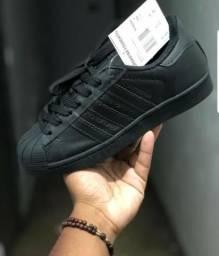 Adidas Total Black e total White