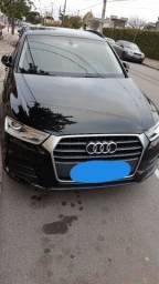 Audi Q3 1.4 TFSI com teto panorâmico
