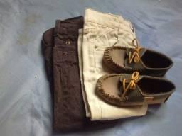 2 calças jeans e 1 mocassim