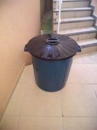 Vendo balde de lixo