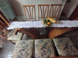 Jogo de mesa com armário e duas cristaleiras