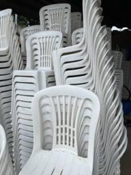Mesas e cadeiras moderna semi novas