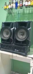 Caixa acústica com amplificador