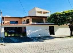 Casa duplex, com garagens e area verde.