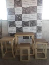 Mesa vazada quadrada