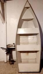 Canoa de alumínio com motor de popa