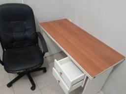 Vendo mesa de estudos com cadeira giratória
