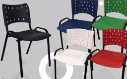 Título do anúncio: Cadeiras empilháveis varias cores