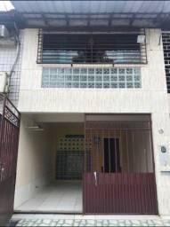Alugo casa geminada 02 quartos próx a Av Efigenio Sales