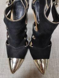 sapato salto alto preto com dourado confortável schutz 36