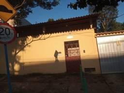 Casa em Marechal Hermes com 2 quartos com quintal