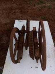 Debulhador de milho antigo